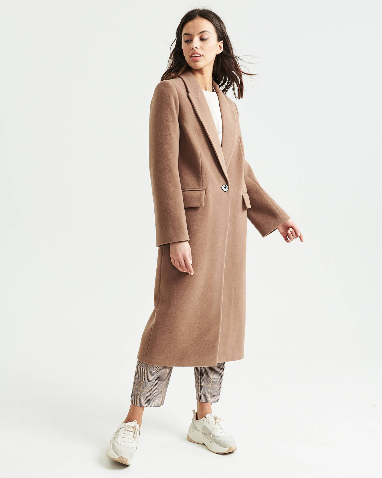 Straight-fit single-breasted wool coat