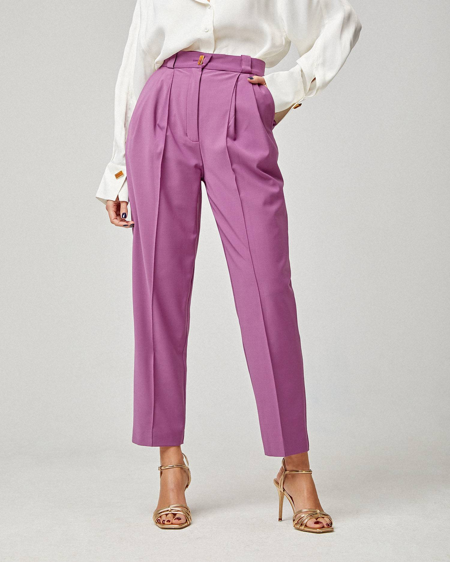 High-waisted pants with pleats