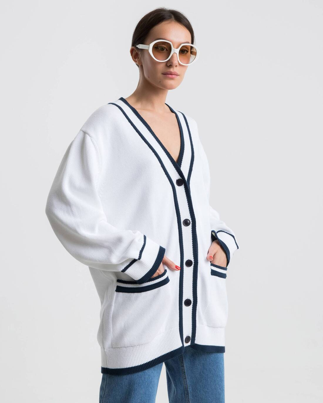 Oversize cardigan with a monogramme intarsia