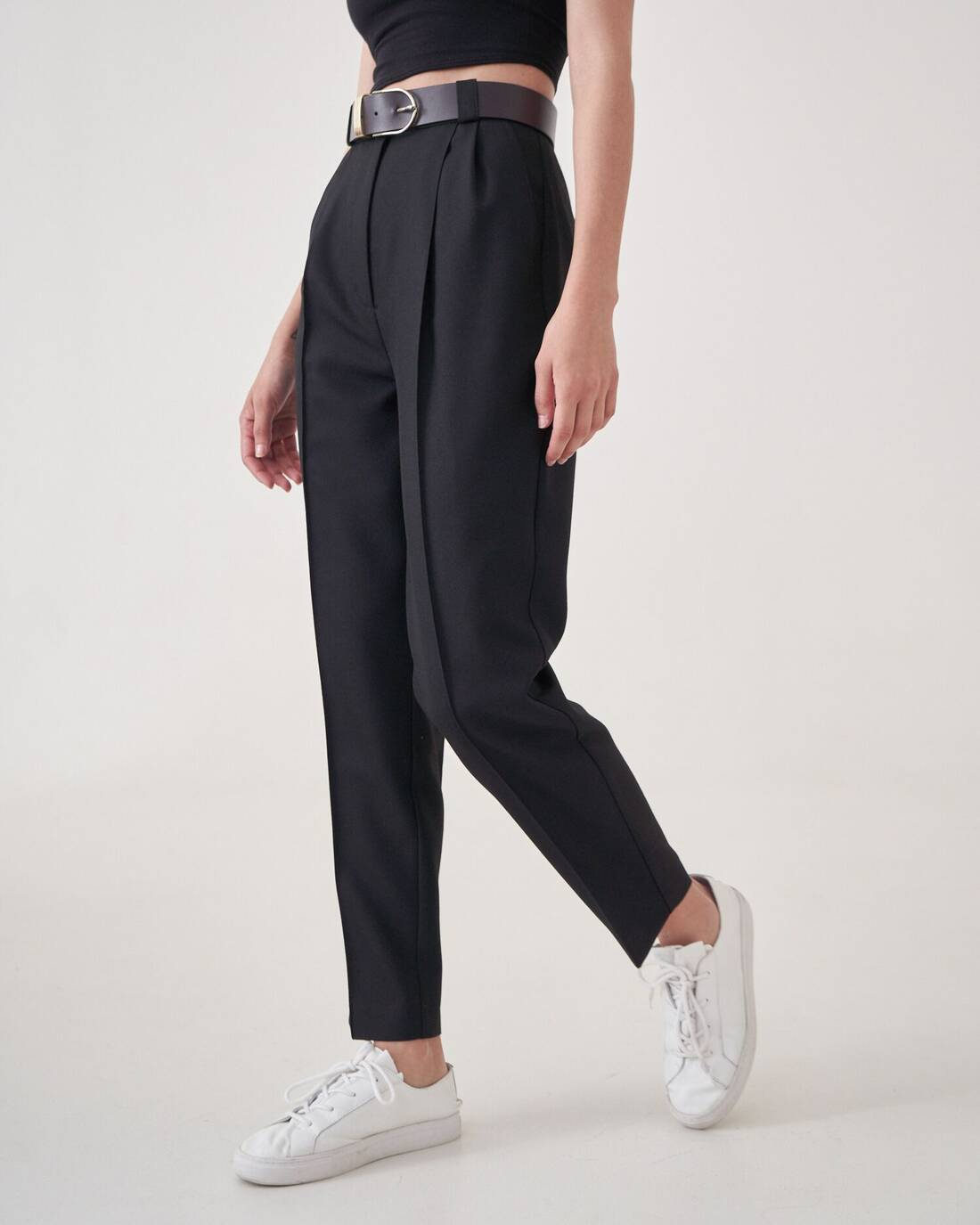 Cigarette pants with seams