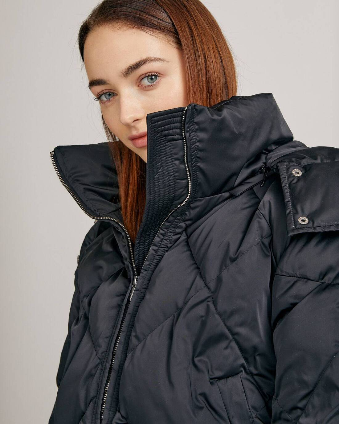 Cropped down jacket with hood