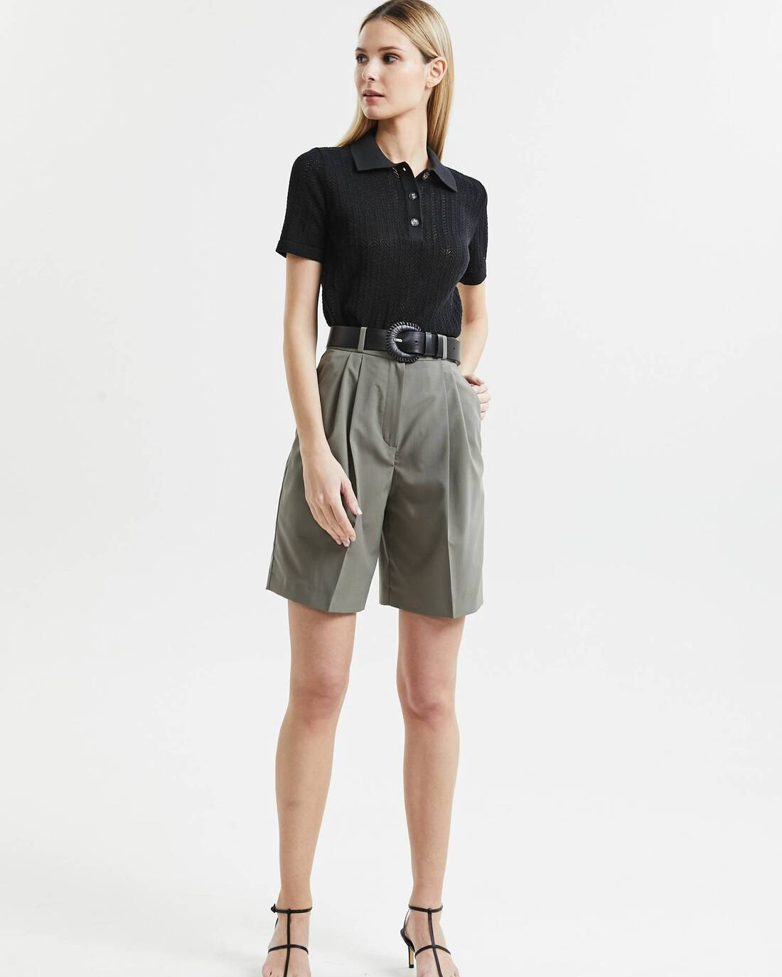 High-waisted wide-legged shorts