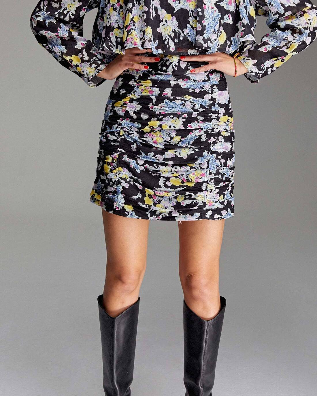 Riched mini skirt with print