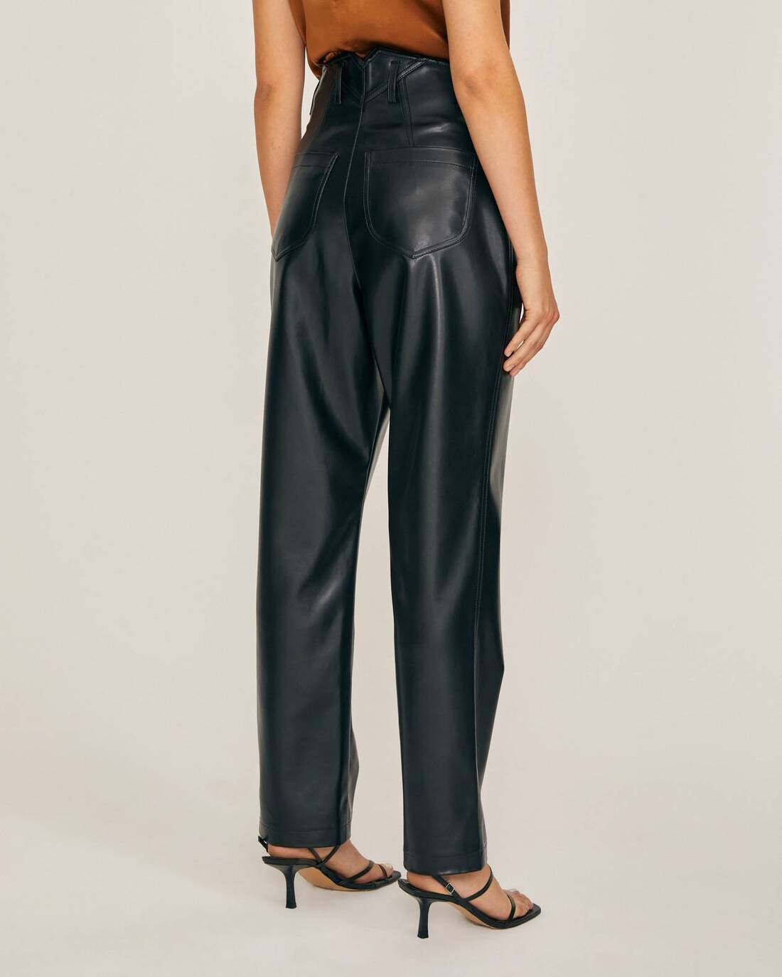 Cigarette-style pants with pockets