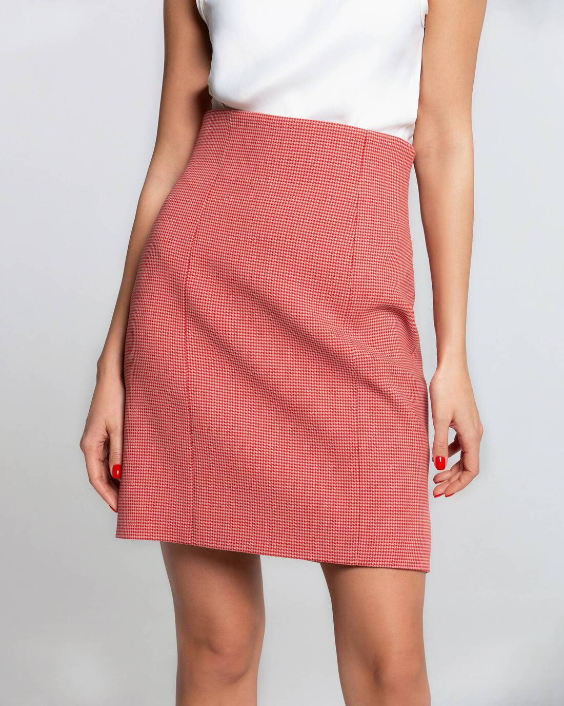 Mini skirt with relief details