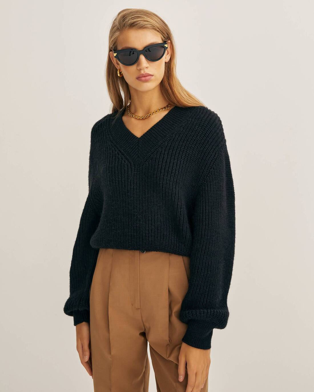 Cropped V neck sweater