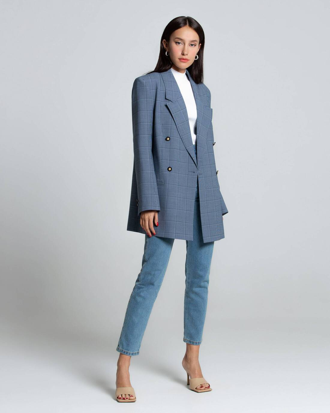 Elongated costume jacket with buttons