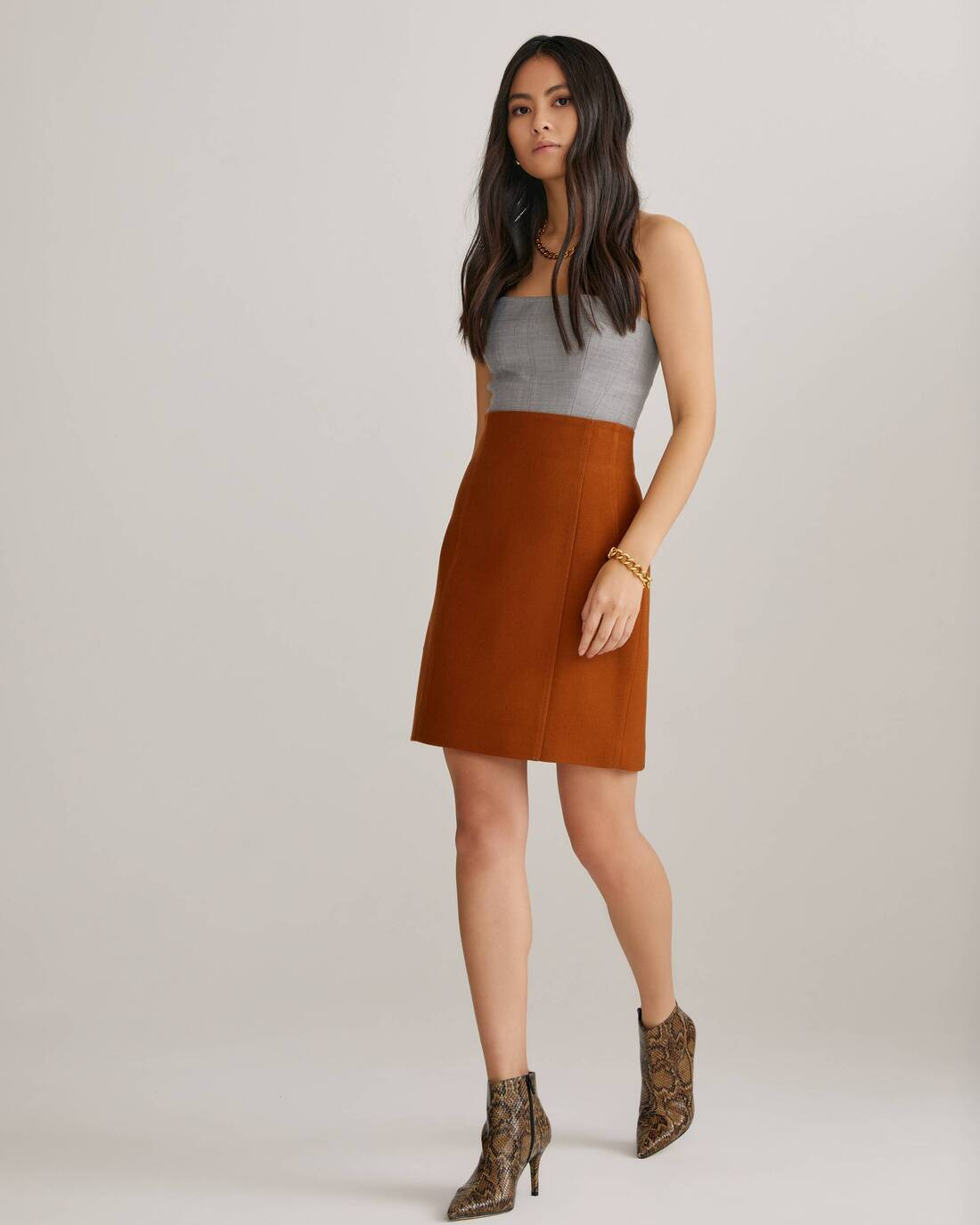 High rise skirt with darts