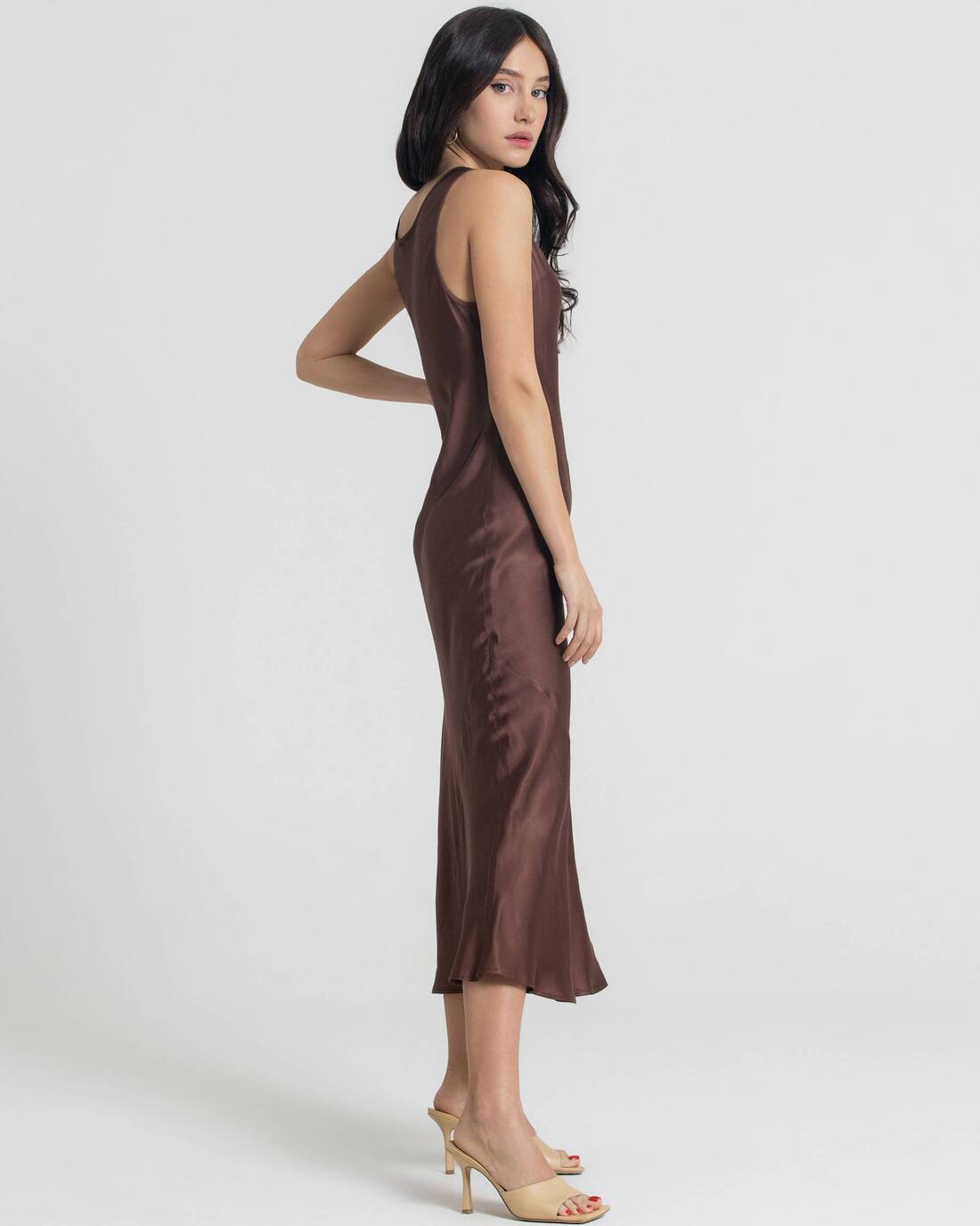 Basic satin dress with round neckline