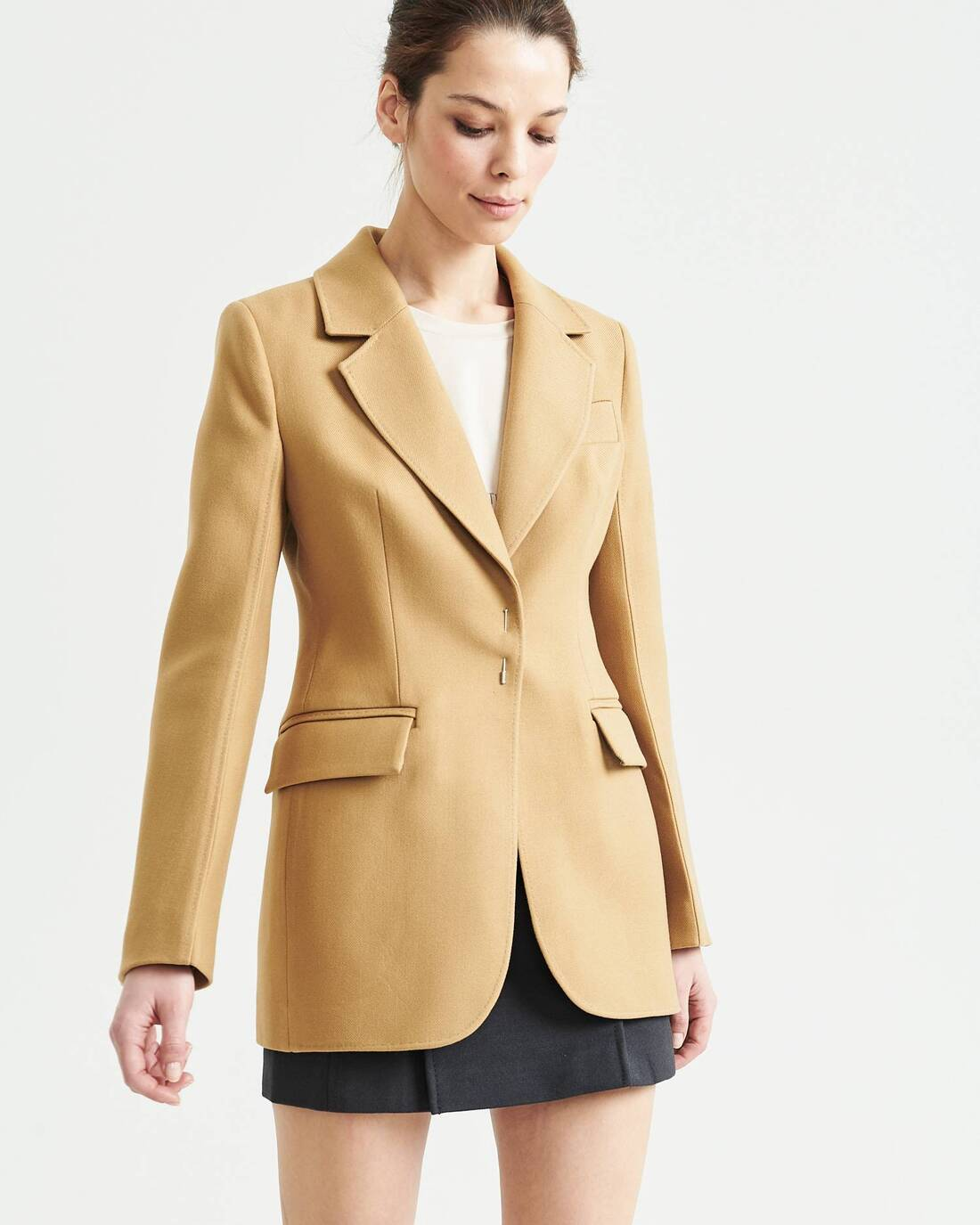 Fitted wool blazer with decorative stitching